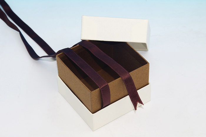 貼り箱のオリジナリティー演出(特殊形状) リボン付き貼り箱
