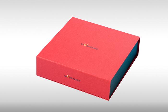貼り箱のオリジナリティー演出(特殊形状) 箔押し印字